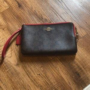Like New‼️COACH Large Wristlet In Signature Canvas